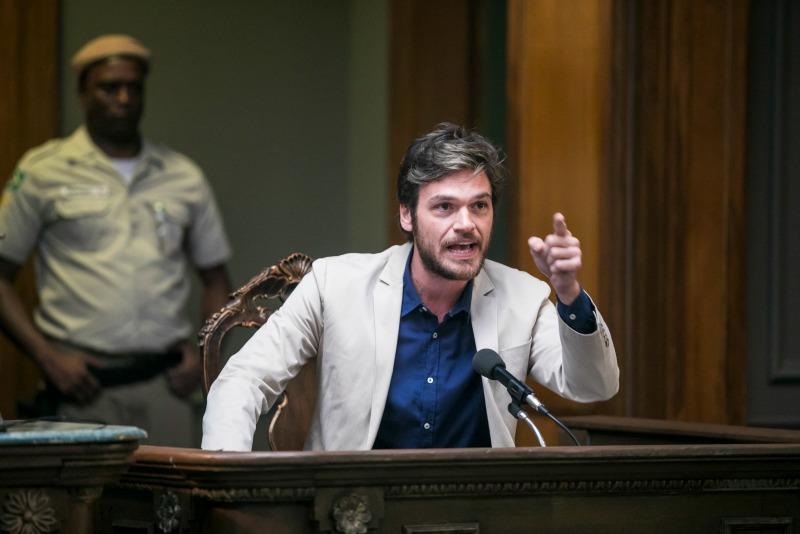Miguel assume que é Beto Falcão
