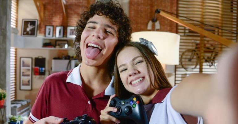 AS AVENTURAS DE POLIANA João e Filipa estão cada vez mais próximos. Créditos - Lourival Ribeiro e Gabriel Cardoso - SBT